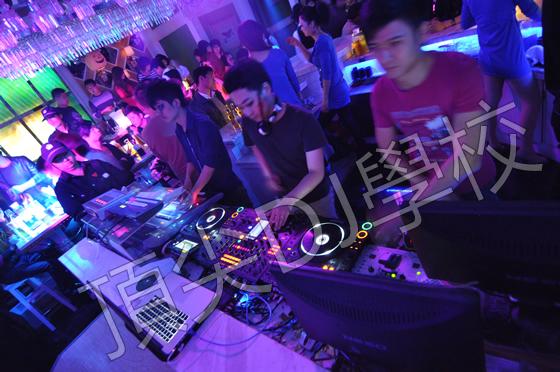 酒吧dj舞曲现场视频_爱玛仕酒吧DJ现场_合肥顶尖DJ培训学校