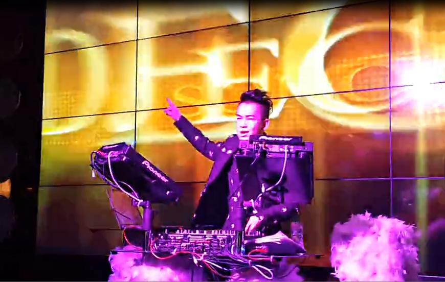 顶尖杰出学员DJ俊超苏荷酒吧打碟现场