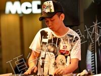 11年先锋DJ大赛获得的奖杯