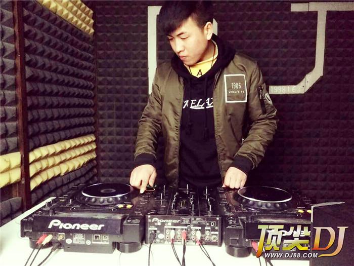 顶尖DJ学校学员马琴艳D阶段考试