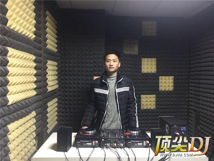 河南顶尖DJ学校学员李文浩毕业考试