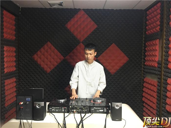 广东顶尖DJ学校学员徐宇新D阶段考试