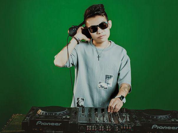 顶尖DJ学校学员武鹏飞