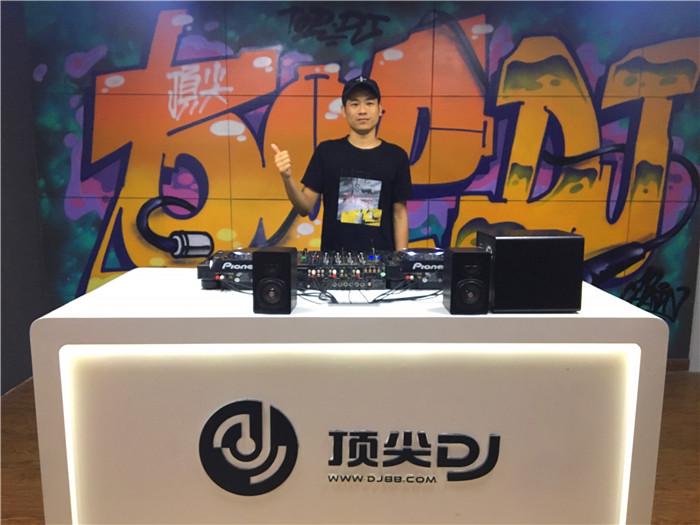 顶尖DJ学校学员阿虎D阶段考试