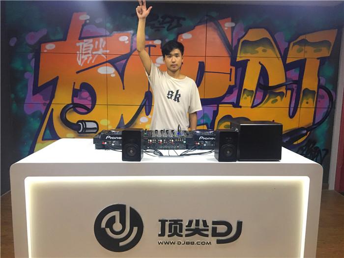 湖南顶尖DJ学校学员肖陈毕业考试