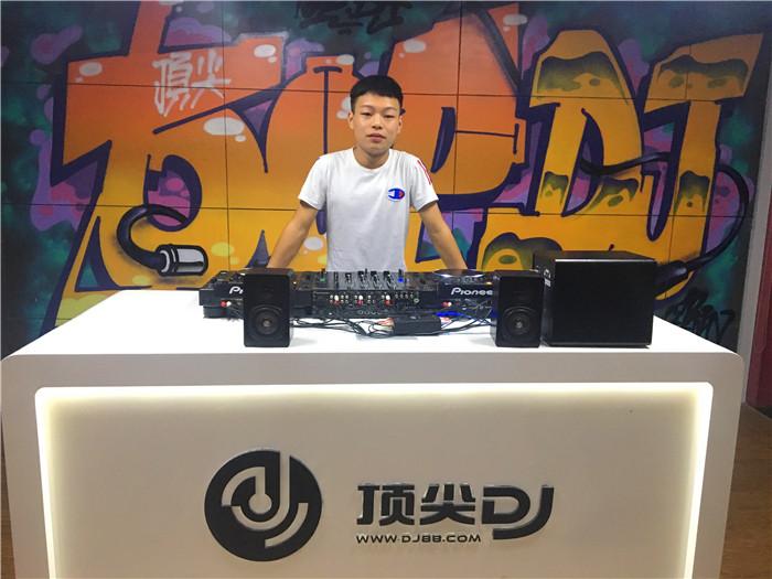 贵州顶尖DJ学校学员陈诺毕业考试