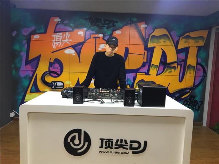 顶尖DJ学校学员刘俊歌毕业考试