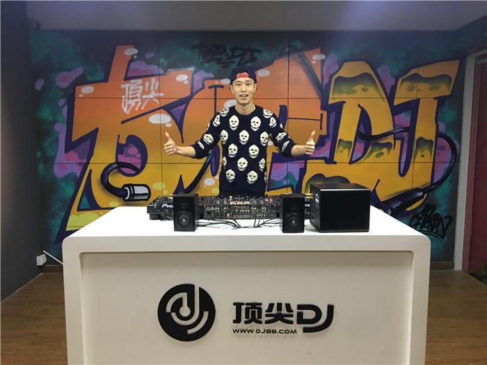 云南顶尖DJ学校学员何志东E阶段考试