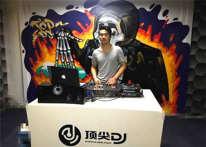 湖南DJ学员张严机房照片