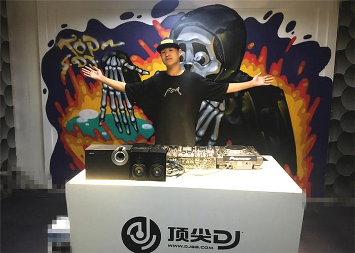 河南DJ学员刘海亮机房照片