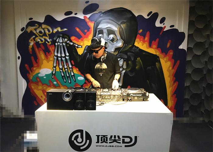 内蒙古DJ学员陈艺扬机房照片