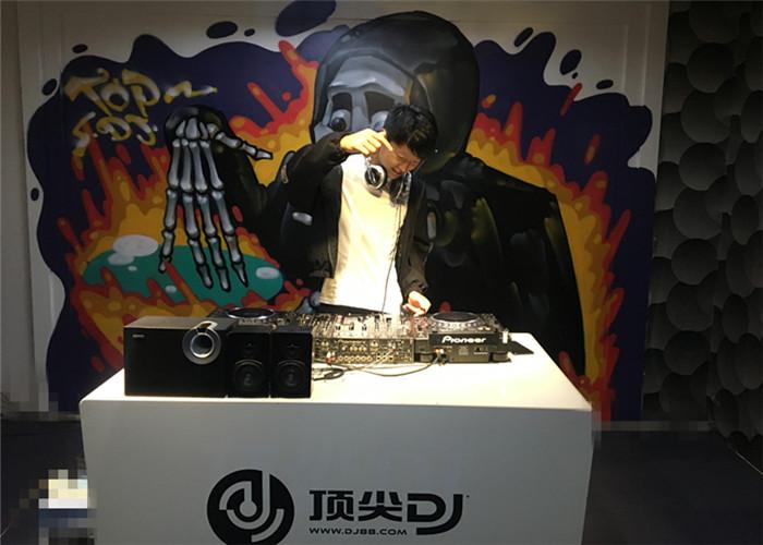 安徽DJ学员刘杰机房照片