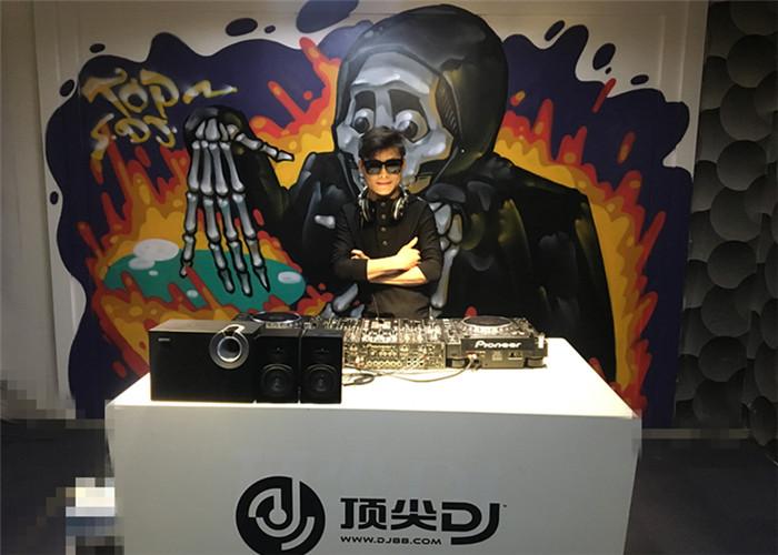 湖南DJ学员易大伟机房照片