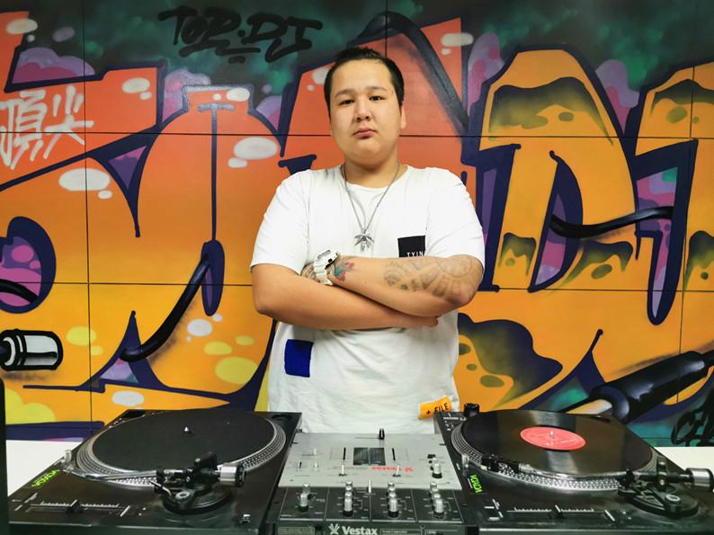 新疆DJ学员买提照片