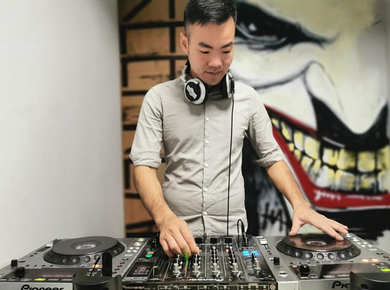 海南顶尖DJ学校学员柯圣艺照片