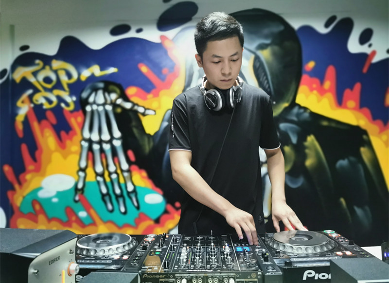 顶尖DJ学校学员朱晓鹏照片