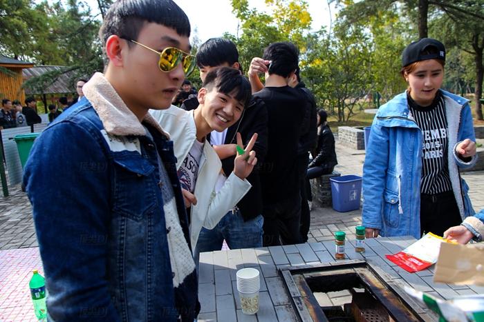植物园—烧烤准备_合肥顶尖dj培训学校